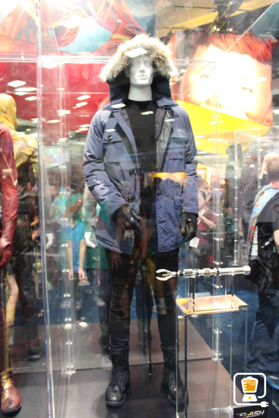 See Flash And Arrow's Amazing Costumes And Gadgets On Display At Comic-Con #32883