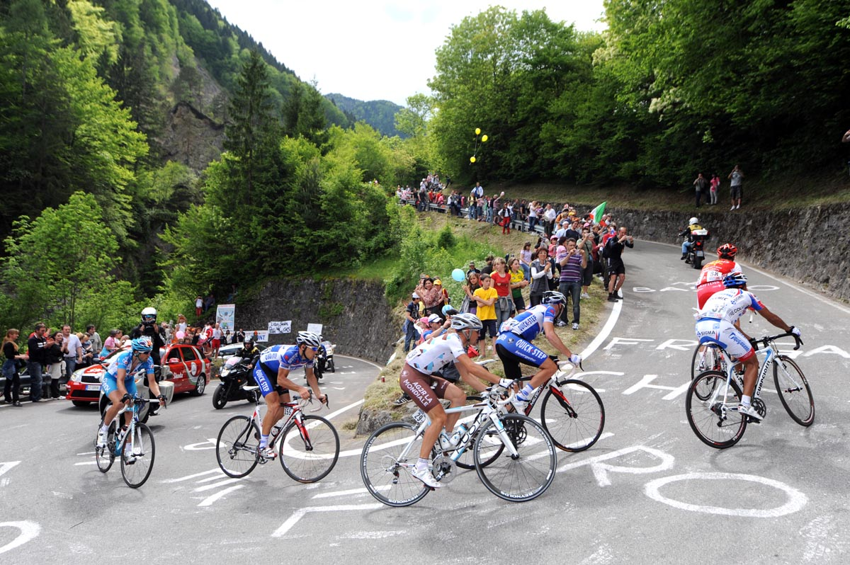 Escape group climbs, Giro d'Italia 2010, stage 15