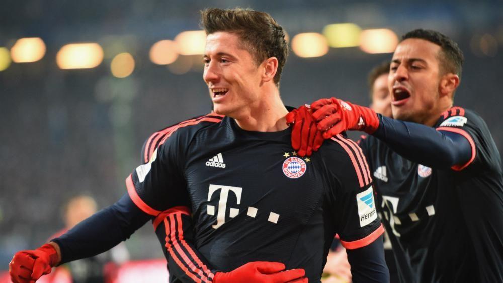 Lewandowski double puts Bayern six points clear