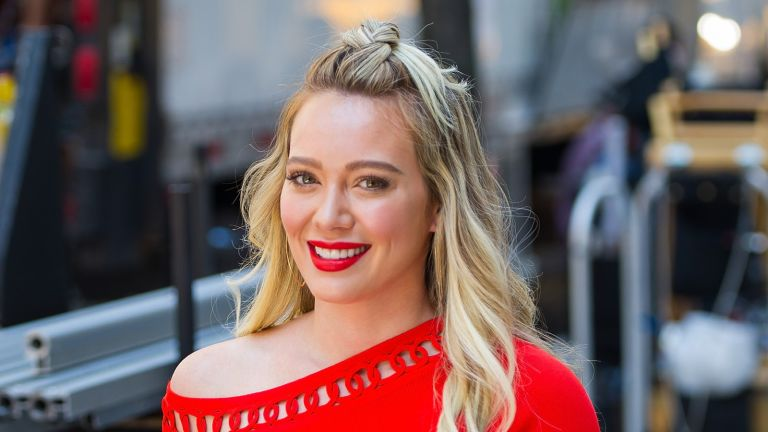 NEW YORK, NY - JUNE 12: Actress Hilary Duff is seen filming 'Younger' in Union Square on June 12, 2017 in New York City. (Photo by Gotham/GC Images)