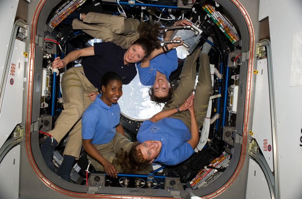 هل المرأة انسب لرحلات الفضاء؟