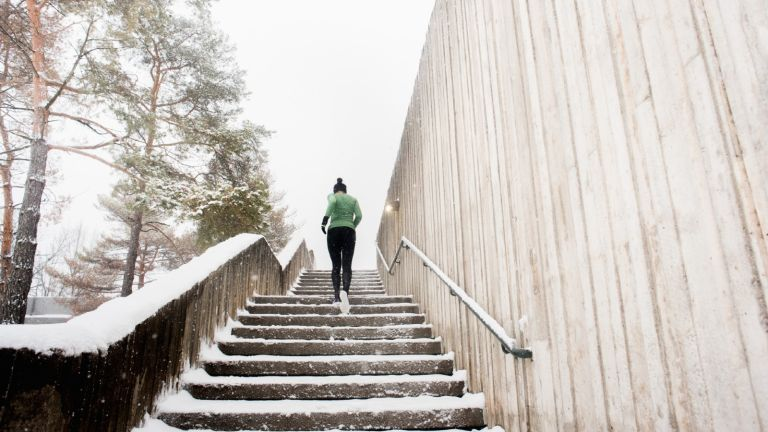 warmest leggings: woman running in leggings in snow