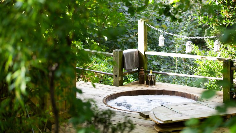 hot tub ideas: spa in the forest canopy & stars