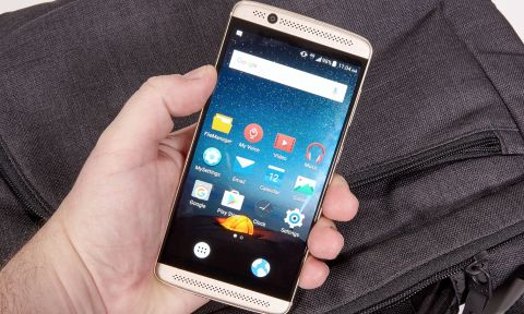 ZTE Axon 7 Mini Review: Solid Phone with a Deal-Breaking Flaw