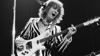 Bassist Chris Squire (1948 - 2015) performing with English progressive rock band Yes, at Madison Square Garden, New York, 5th August 1977
