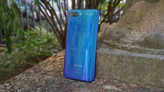 We'd be happy with a similar design for the Honor 11 as long as there are more color options