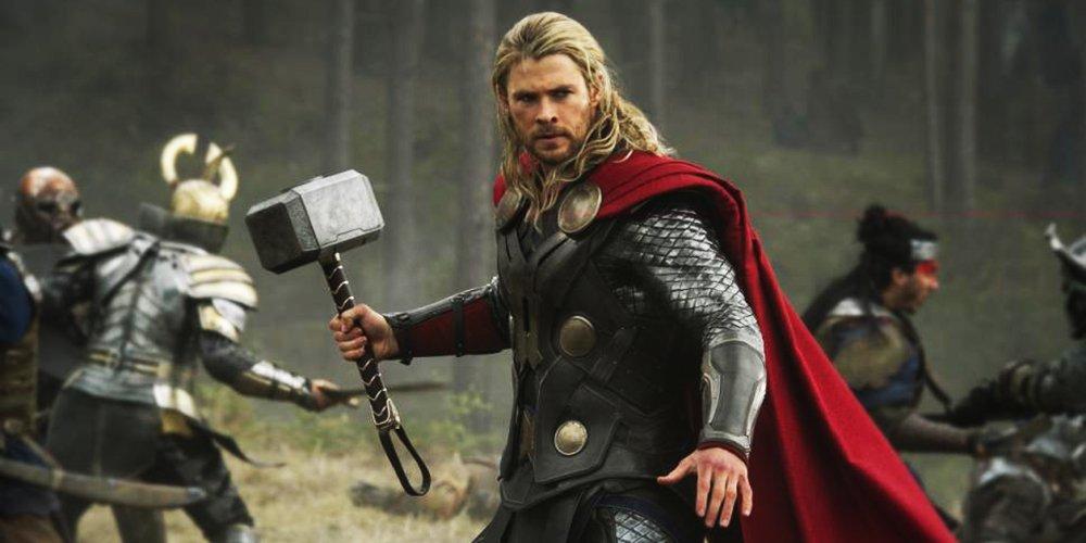 thor ragnarok and hammer