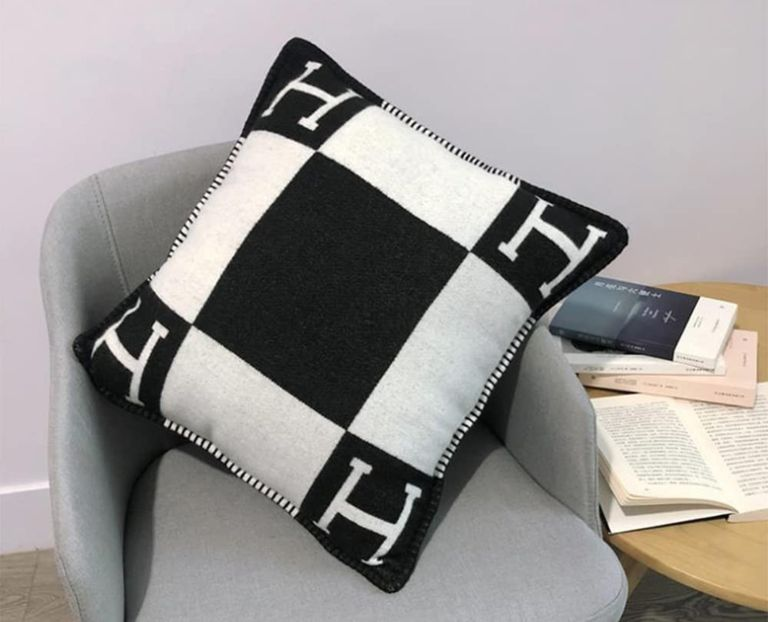Hérmes pillow from Amazon