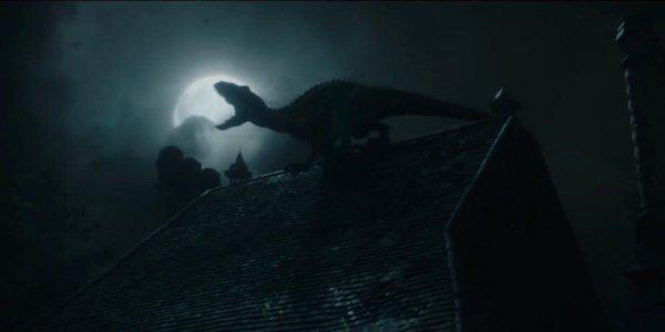 Jurassic World: Fallen Kingdom the Indoraptor howls on the roof of Lockwood Manor