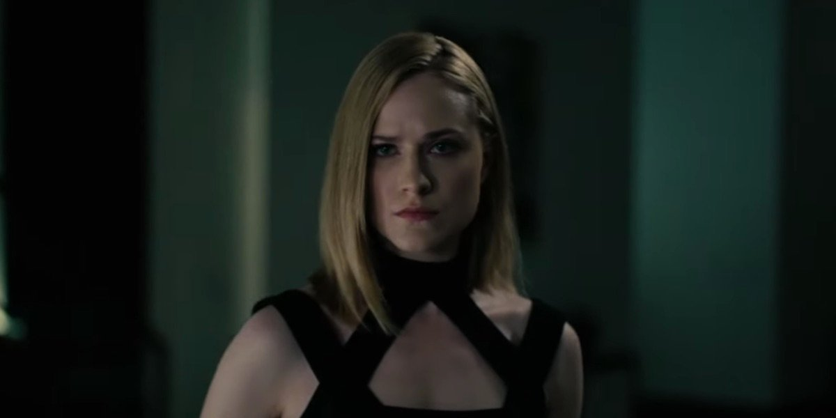 Dolores in modern clothes