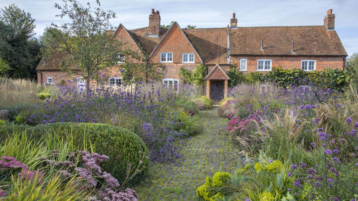 5 ways garden designer Tom Stuart Smith transformed this twelve acre cottage garden