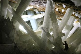 cave-of-crystals-mexico-110912-02