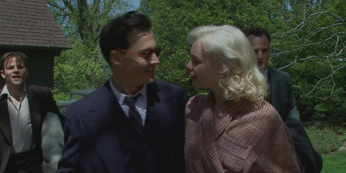 Johnny Dep and Carey Mulligan in Public Enemies