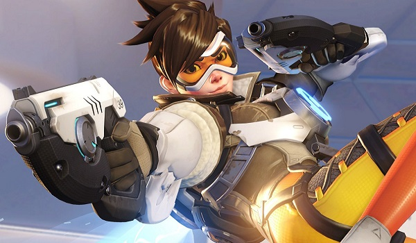 Tracer opens fire in Overwatch