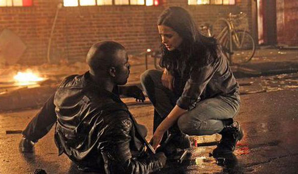 jessica jones helps Luke Cage up