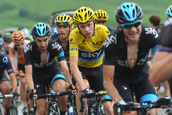 Chris Froome renews Team Sky contract