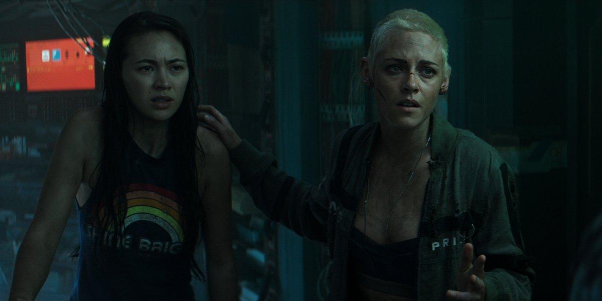 Underwater Jessica Henwick and Kristen Stewart