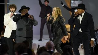 ll cool j, lil dicky, rita wilson and cedric the entertainer singing 'just a friend' at the 2021 emmys