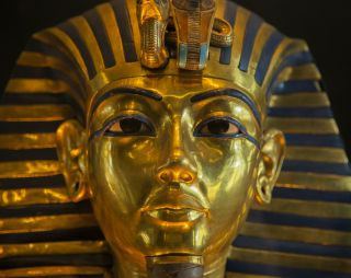 King tut's pectoral contained pieces of glass formed by a meteorite impact.