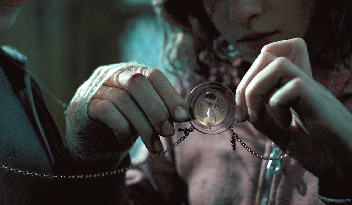 Harry Potter and the Prisoner of Azkaban the Time Turner up close in Hermione's hands