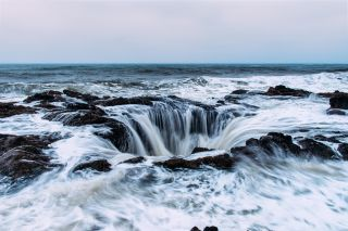 Where does all the water go that seems to get sucked into Thor's Well along the Oregon coast.