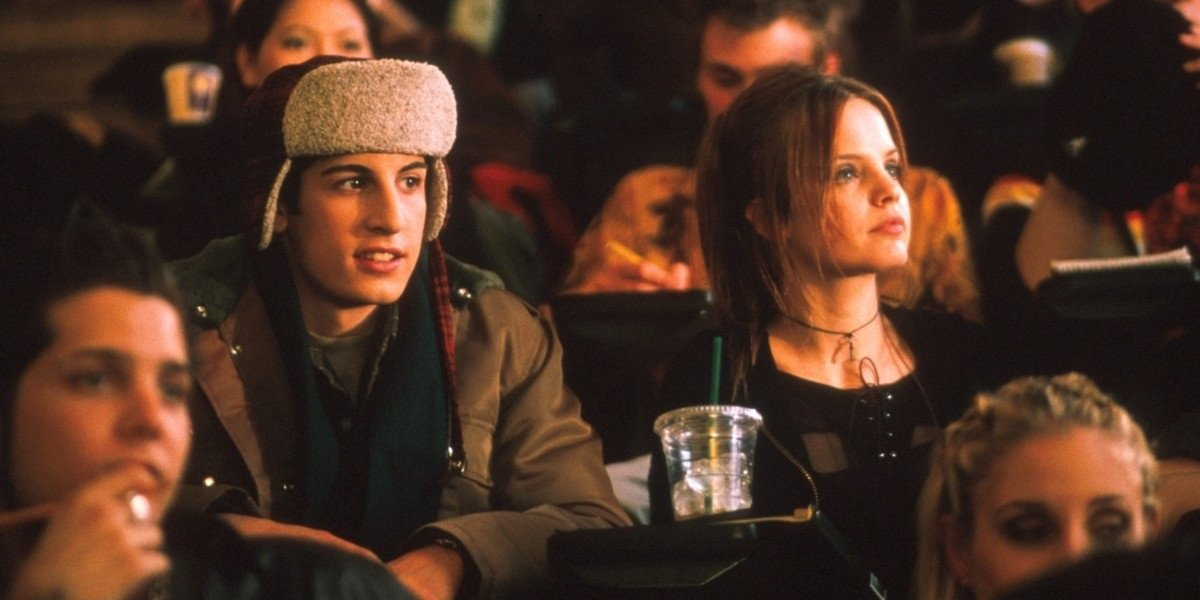 Jason Biggs and Mena Suvari in Loser