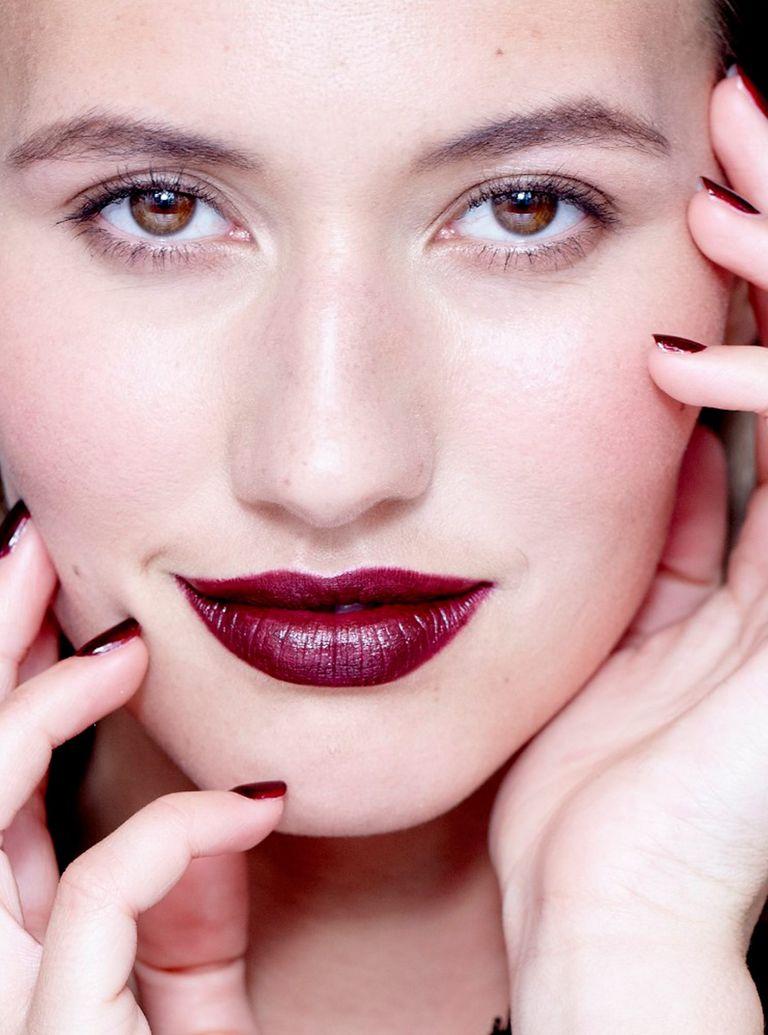 Burgundy nails lips