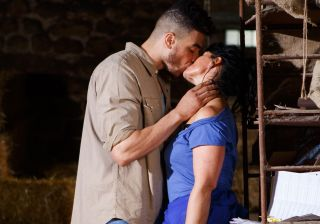 Moria and Nate kiss again in Emmerdale