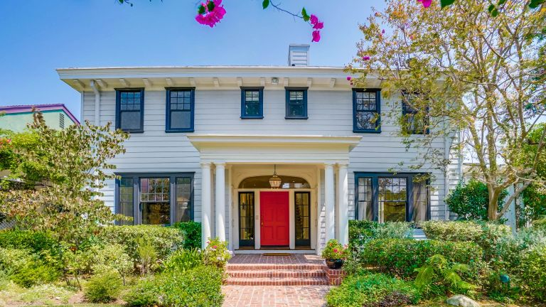 Katherine Heigl's former home, exterior of Los Angeles home, Celebrity home for sale in Hollywood
