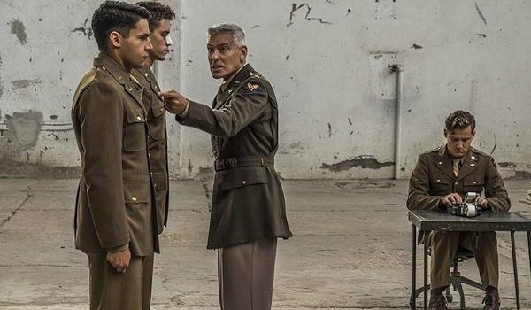 Catch-22 George Clooney lecturing two young soldiers in an open room