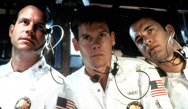 Apollo 13 Bill Paxton Kevin Bacon Tom Hanks looking at their instrument panel