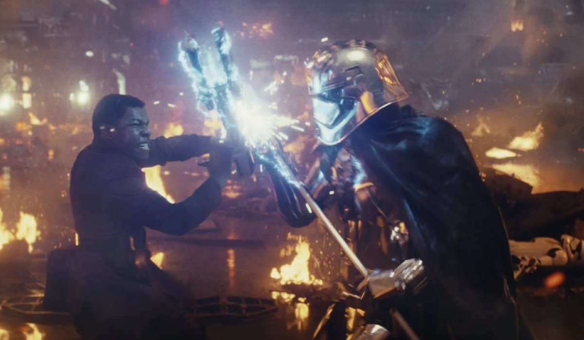 Star Wars: The Last Jedi Finn fights Phasma in a burning Star Destroyer