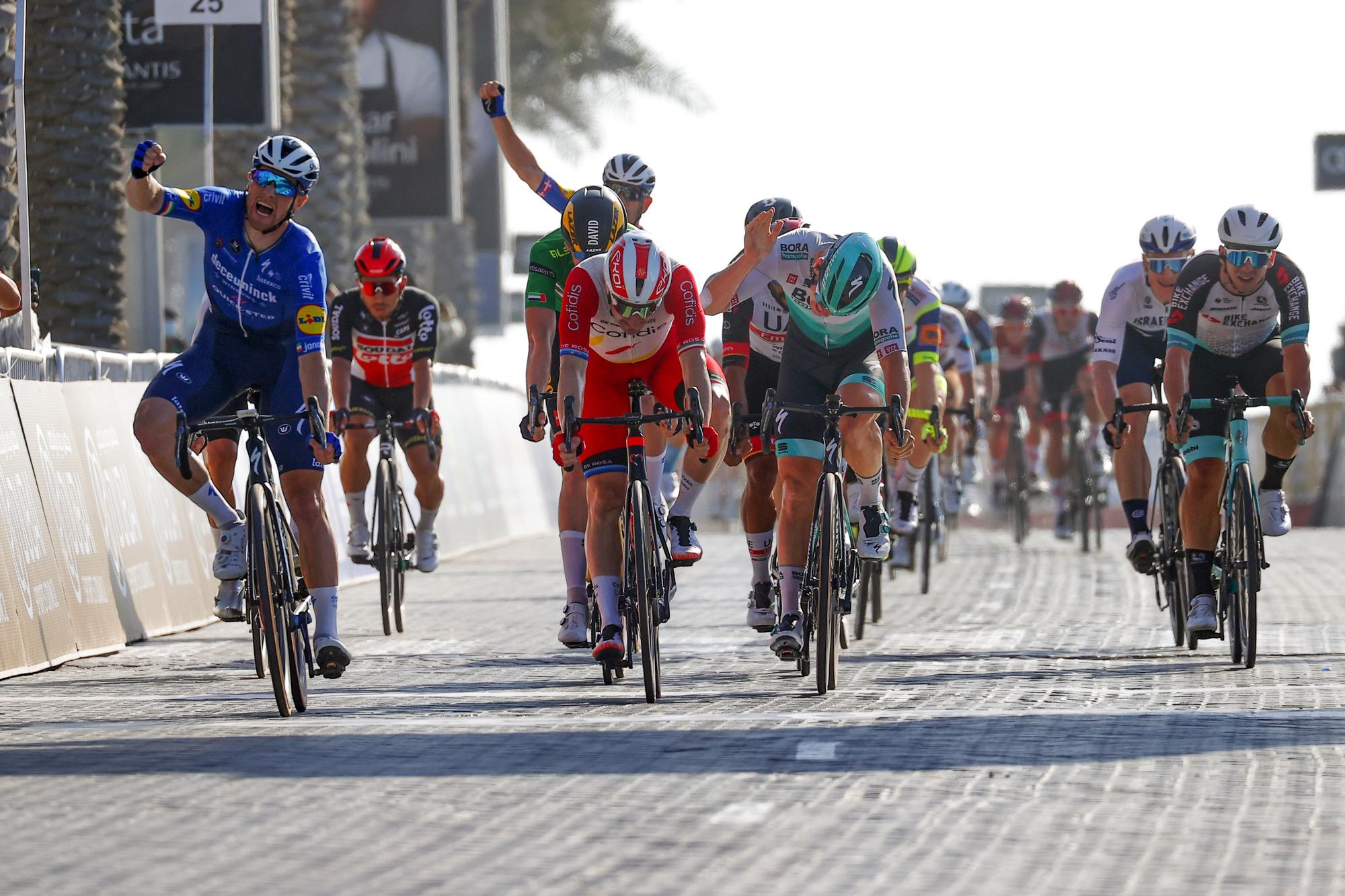 UAE Tour 2021 - 3th Edition - 6th stage Deira Island - Palm Jumeirah 165 km - 25/02/2021 - Sam Bennett (IRL - Deceuninck - Quick-Step) - Elia Viviani (ITA - Cofidis) - Pascal Ackermann (GER - Bora - Hansgrohe) - photo Luca Bettini/BettiniPhoto©2021