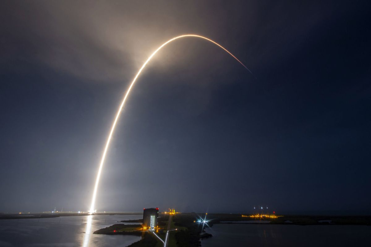 Watch live @ 9 pm ET: SpaceX launching 60 Starlink internet satellites