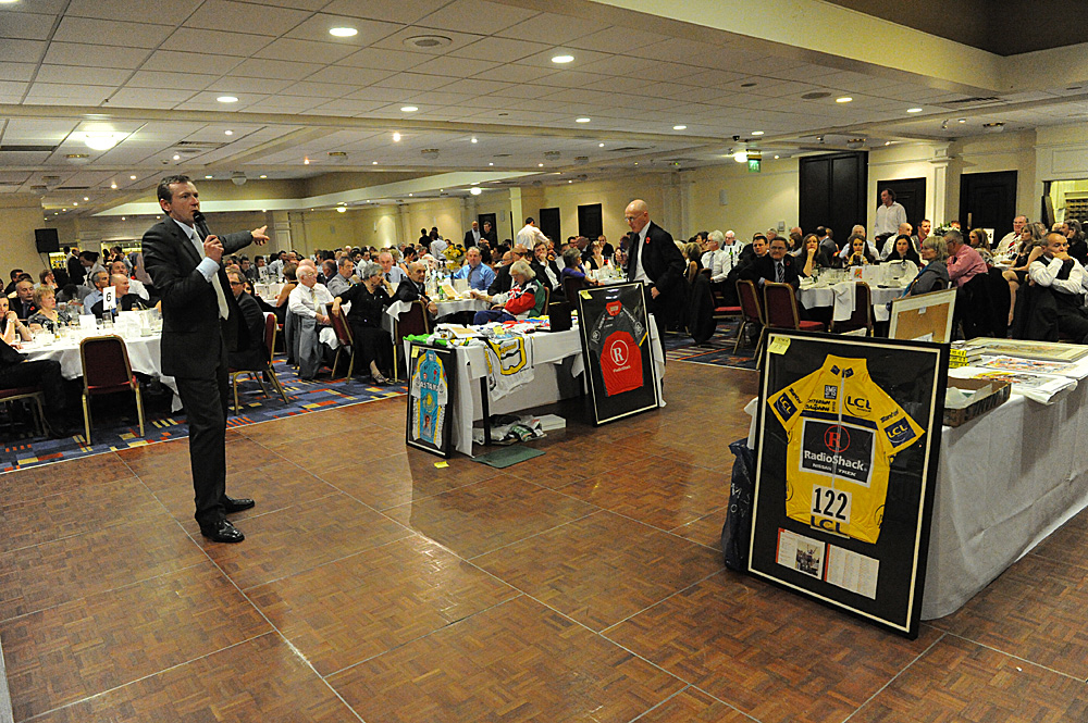 Auction gets underway, Dave Rayner Dinner 2010