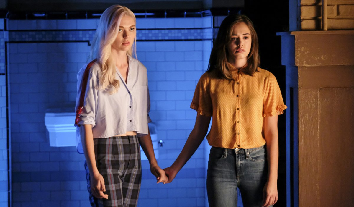 Lizzie and Josie Saltzman hold hands Legacies Season 2