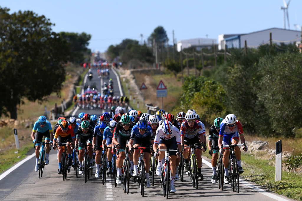 The wind was strong early in the stage and sparked echelons