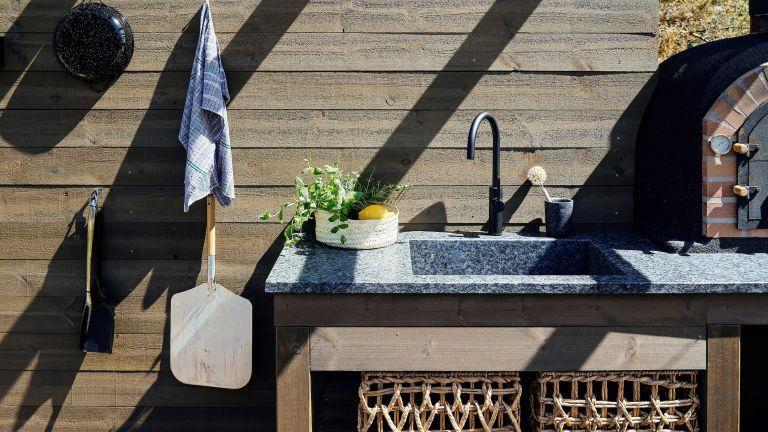 outdoor sink ideas: stone sink in outdoor kitchen
