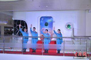 Chinese researchers emerge from space simulation