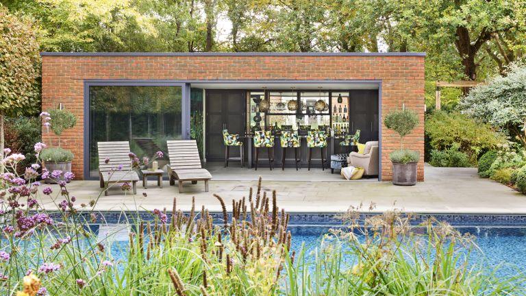 pool house ideas: outdoor bar