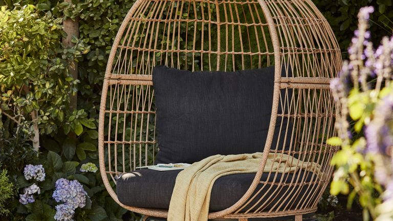 B&Q egg chair in garden: Apolima Rattan effect Egg Chair
