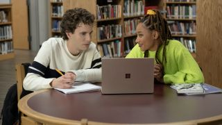 Amandla Stenberg and Ben Platt looking at computer in Dear Evan Hansen