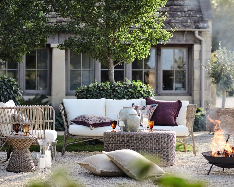 Garden zoning with country style furniture and period home behind