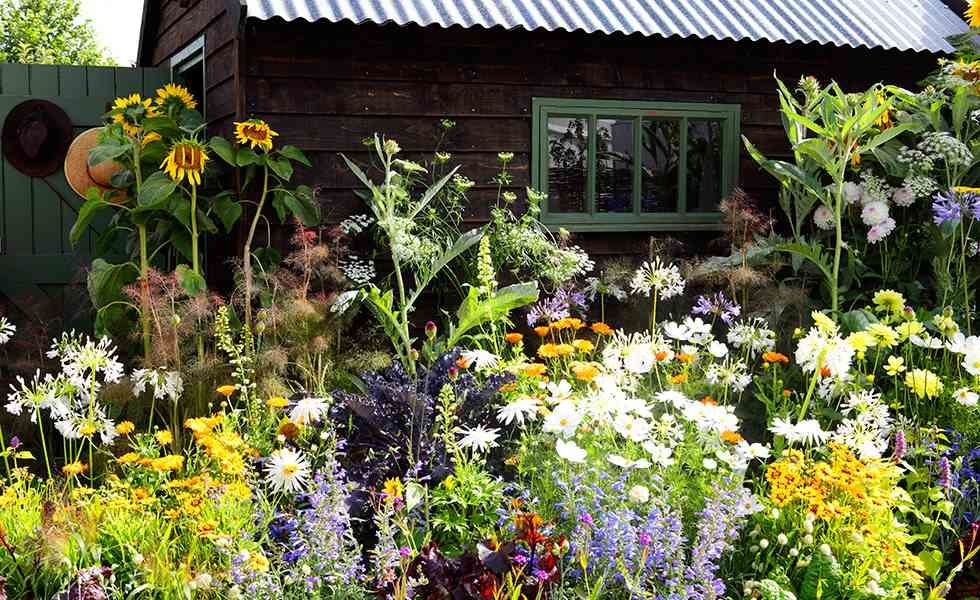 Superb How To Create A Cottage Garden Real Homes Beutiful Home Inspiration Xortanetmahrainfo