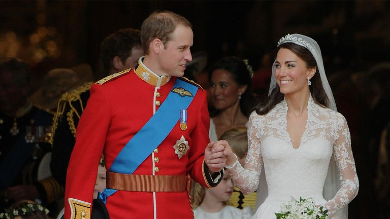 Britain's Prince William and his wife Kate, Duchess of Cambridge, look at each other as they come out of Westminster Abbey following their wedding ceremony, in London, on April 29, 2011. AFP PHOTO / CARL DE SOUZA (Photo credit should read CARL DE SOUZA/AFP via Getty Images)