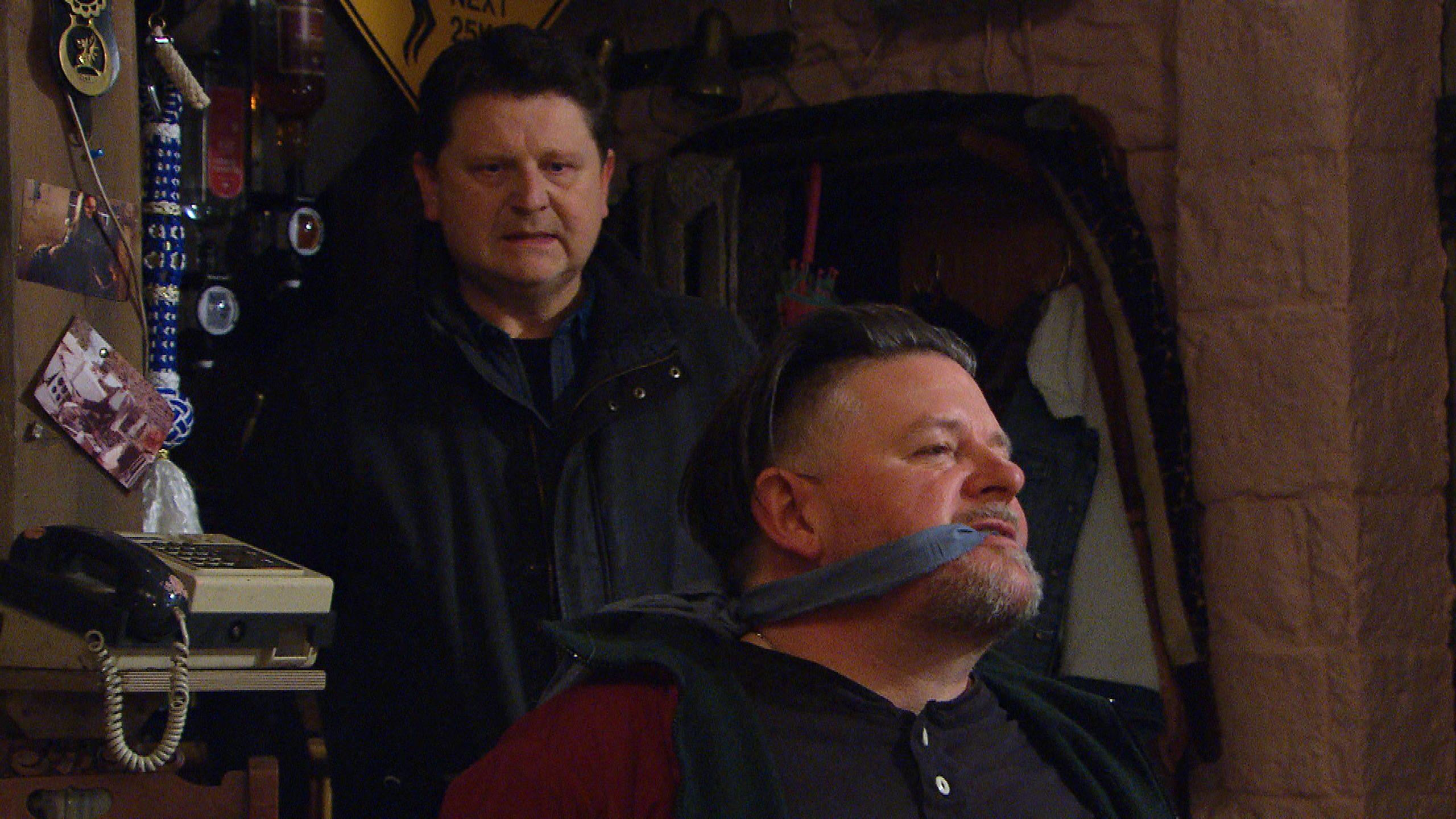 Paul recibe una sorpresa en Emmerdale