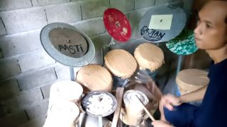 Deden Noy playing drums