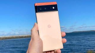 Google Pixel 6 review shows off Pixel 6 in Kinda Cora
