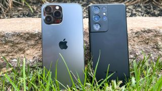 photo of an iPhone 13 Pro Max and Samsung Galaxy S21 Ultra