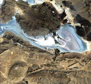 iran-neyriz-lakes-110203-02